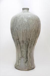 3_2016_monumental-draped-vase