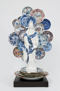Guan-Yin-with-a-nimbus-of-saucers-